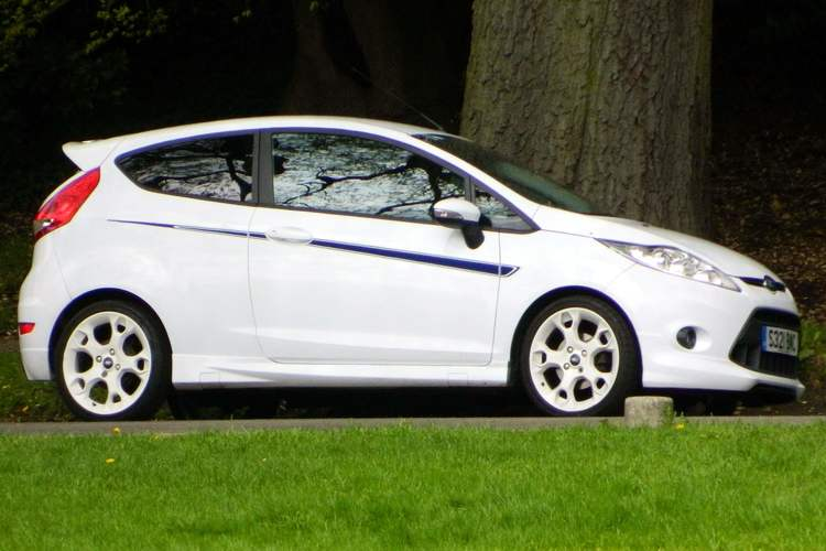 white-ford-fiesta